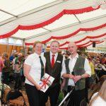 Die Vorsitzenden der Vereine Dohrgaul und Wipperfeld bei der Gratulation