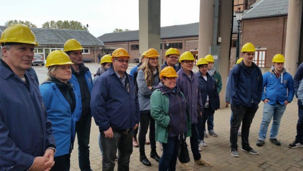 Während der Besichtigung trugen alle Helm und Kohlebergwerk Jacken zum Schutz